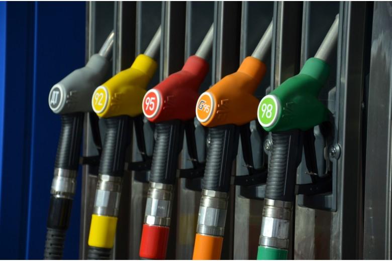 Почему дорожает бензин? Правительство признало неизбежность роста цен на бензин